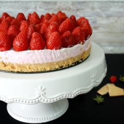 jogurt kolač s jagodama